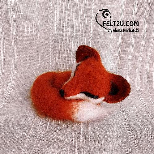 Fox Felted wool gift / Collectible handmade figure