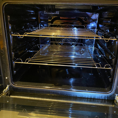 How do Professional Oven Cleaners clean a dirty oven?