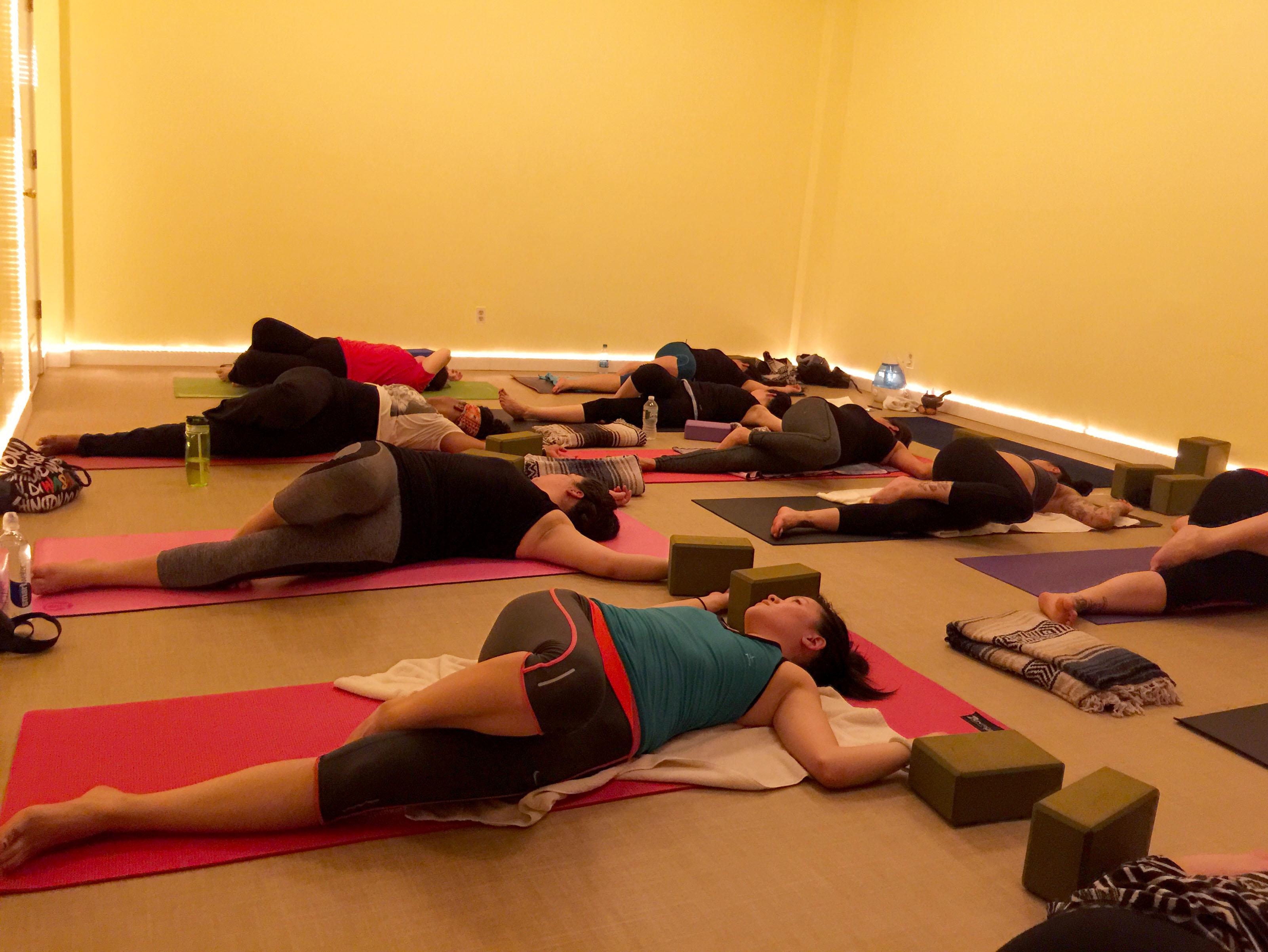 janelduross_hot_yoga_class