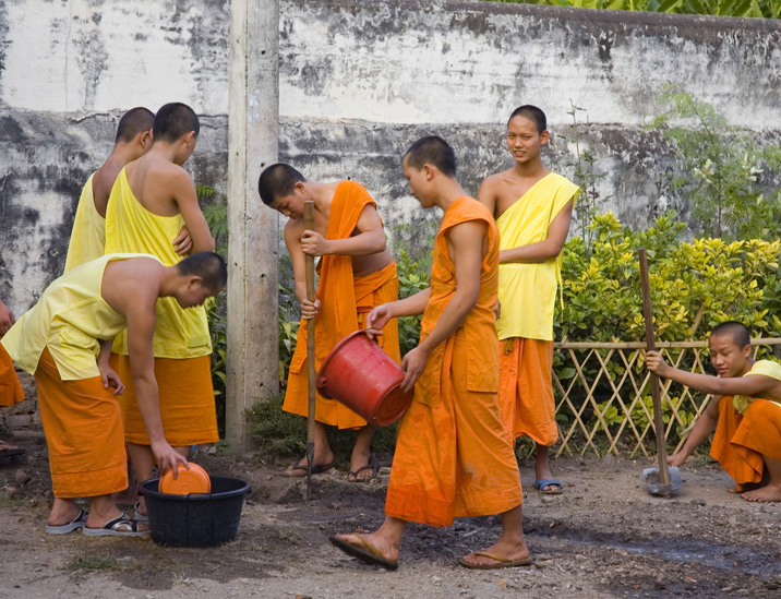 janelduross_thailand_monks