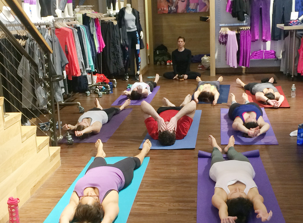 janelduross_Athleta_yoga_class