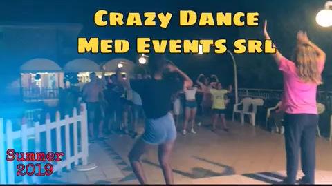 Animatori turistici MED@EVENTS presso villaggio turistico in Italia con balli di gruppo, serate cabaret, musical, serate giochi, disco a tema, baby dance... Animazione serale presso il Camping Joker di Cavallino Venezia!
