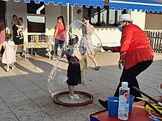 Spettacolo di bolle di sapone gigante