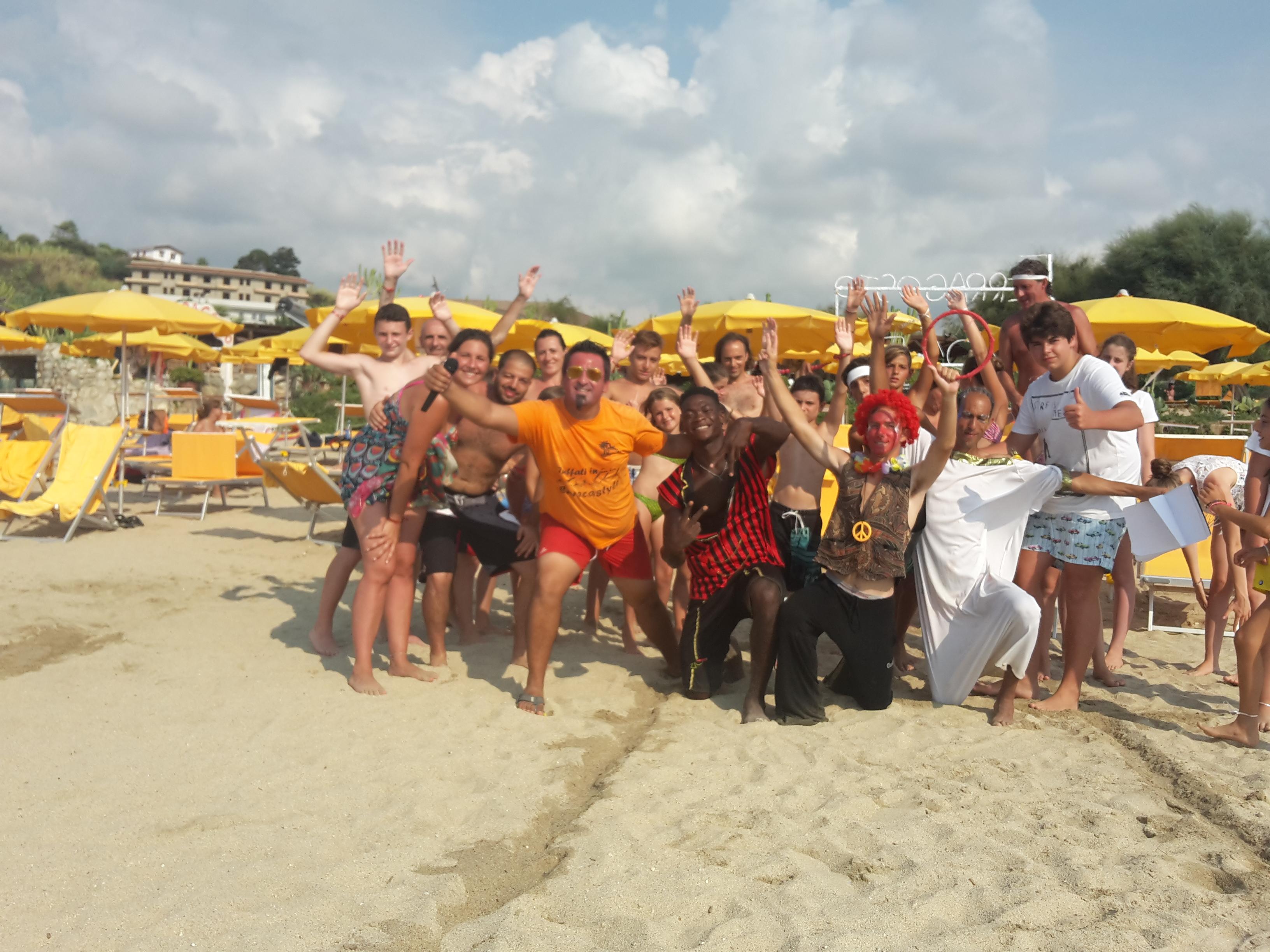 Giochi in spiaggia presso il villaggio turistico