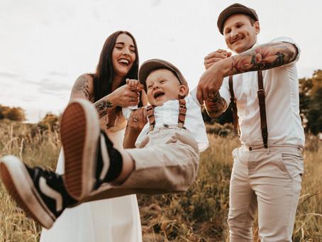 """""""Wenn aus Liebe Leben wird"""" - Familien After Wedding Shoot bei traumhaftem Sonnenuntergang"""