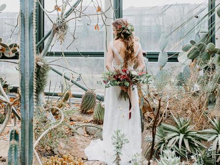"""""""Tropical Vibes im Botanischen Garten"""" - Summer Wedding Styled Shoot im Greenery Trend"""