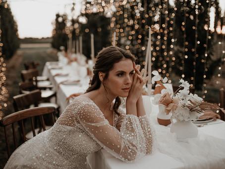 Spätsommerhochzeit - Klassiches Hochzeitskonzept mit einem Hauch Glam und Boho in erdigen Farben