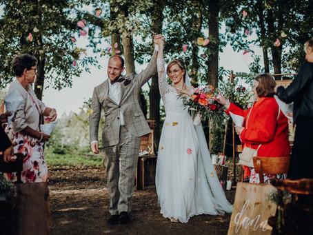 Lara & Daniel - Traumhochzeit auf Schloss Diersfordt mit Hochzeitsplanerin und DIY-Projekten