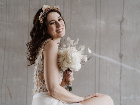 """Simple, but significant"" - Bridal Editorial mit Braut-Zweiteiler und Braut-Jumpsuit"