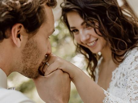 Waldhochzeit in Nude, Rose und Gold - Heiraten in der Natur - Freie Trauung unter freiem Himmel