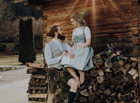 """Österreich: """"Tradition trifft auf Wildhearts"""" - Moderne Boho-Hochzeit in Tracht auf der Almhütte"""