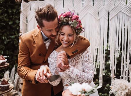 """""""Terrakotta & Olive"""" - eine romantische Boho Hochzeit im eigenen Garten mit zwei Braut Styling Ideen"""
