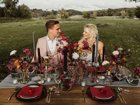Herbstliche Hochzeit in kräftigen Beerentönen - Inspirationen für die Hochzeitsdekoration