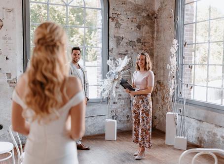 """""""Modern White Wedding"""" - eine Hochzeit in klassischem Weiß und Gold, modern interpretiert für 2021"""