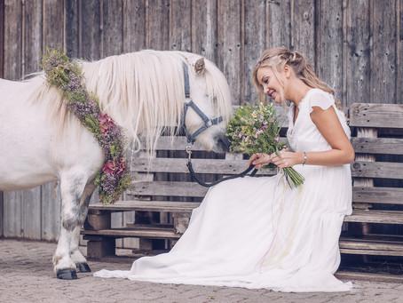 """""""Flower Fairytale Bride"""" - Bridal Editorial mit Pastellfarben und Pony - ein wahrer Mädchentraum!"""