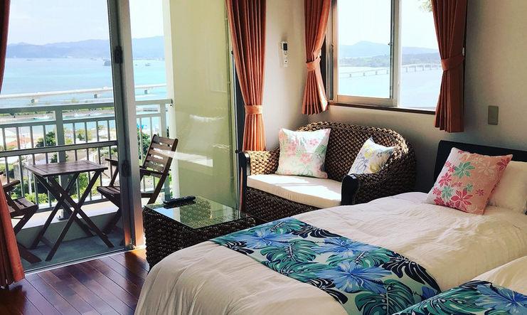 ベッドと海
