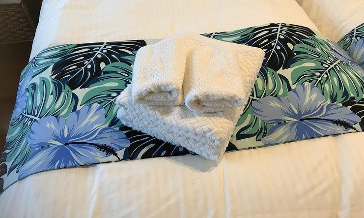 ベッドとタオル