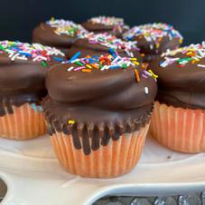 Cotton Candy Chocolate Dip Cupcake