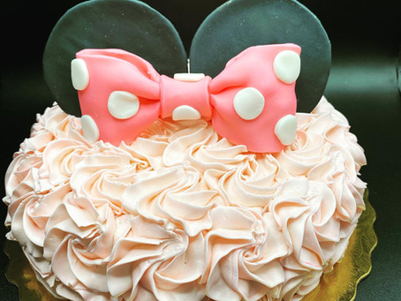 Making Minnie Mouse Cakes