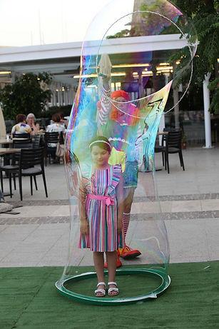 Bubble shows in Malta; Wally Jolly Bubble Show; Childrens Bubble show; kids parties in Malta; kids events in Malta