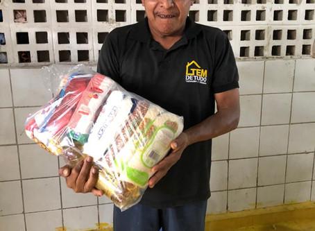 Instituto São José distribui cestas básicas a 500 famílias.