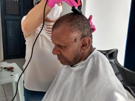 Serviço  de corte cabelo para as pessoas em situação  de rua