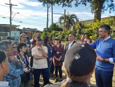 Ramiro conversa com moradores da Rua da Represa