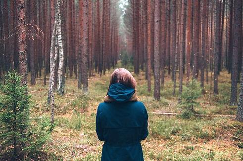 jeune-femme-nature-for%25C3%25AAt-images-photos-gratuites-libres-de-droits1_edited_edited.jpg