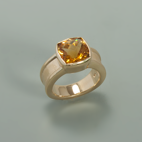 Citrine & Gold Ring