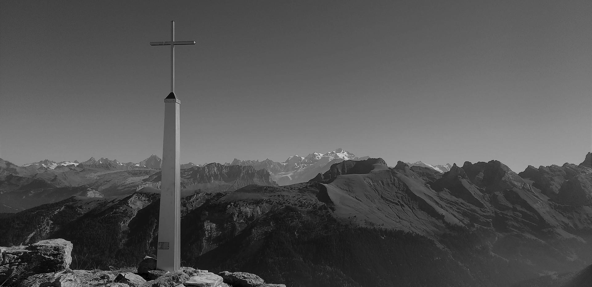 La croix d'Encrenaz (2098m) Sommet du Petit Bargy