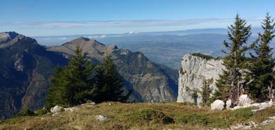 Vue sur la montagne de Sur Coux depuis le chapeau des Rochers de Leschaux
