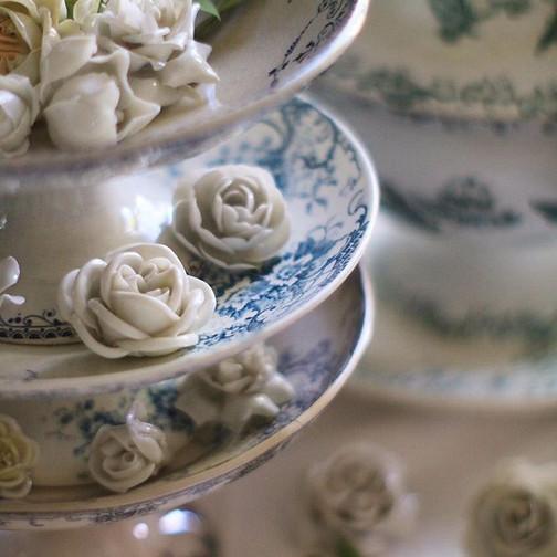 #コンポティエ & #陶器の花 _#compotier & #porcelainflowers _#fleurfaience  #ceramicflowers _#アンティークのある暮らし _#花のある暮らし _#フランスアンティーク _#おやつタイム _#テーブルセッティング_