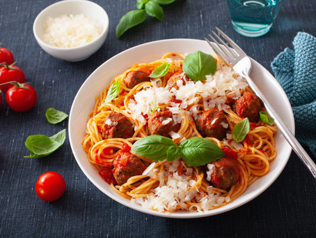Spaghetti meatballs with tomatoes and basil