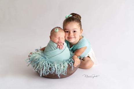 Neugeborenen und Geschwister Fotoshoot