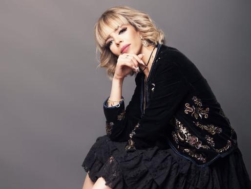 الفنانة الجزائرية وفاء أوجيت تختم ألبومها بأغنية مغربية