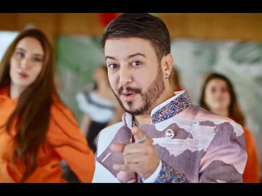 وهيب سعد رجل أعمال يدخل عالم الفن بأغنية على الفتيات قصيرات القامة