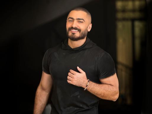 """تامر حسني يهدي رباعية""""الشهيد"""" لأسر شهداء الشرطه و الجيش"""
