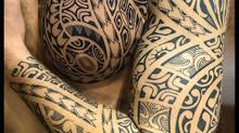 tatouage polynésien bras épaule pec