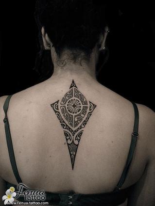 tatouage polynésien femme