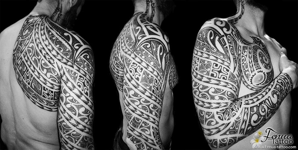 photo de tatouage polynésien bras épaule