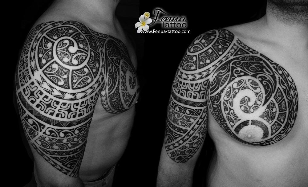 Tatouage polynésien bras épaule fenua tattoo sanary sur mer entre toulon marseille