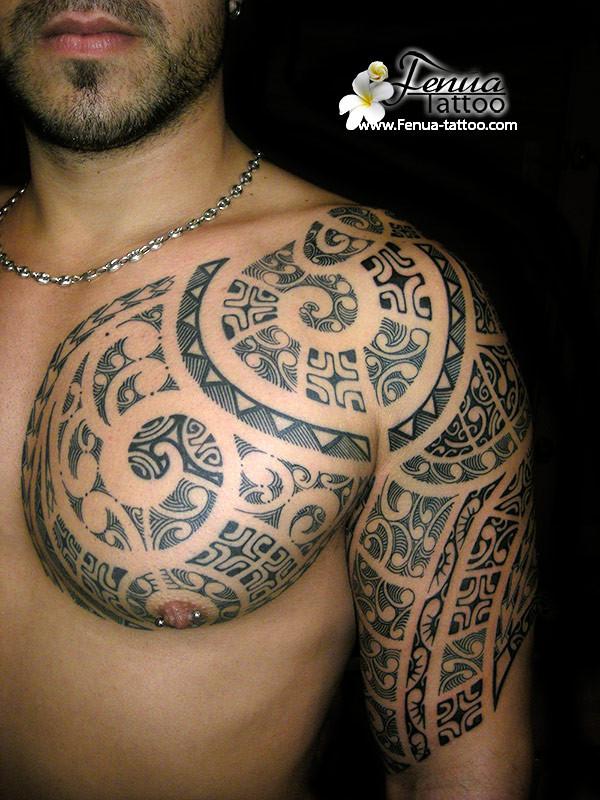 tatouage-polynésien-bras-epaule-tatoueur-pierre-martinez-tahiti-tattoo-sanary-su