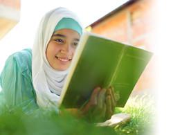 Muslim_Girl_Reading_Vignette_edited