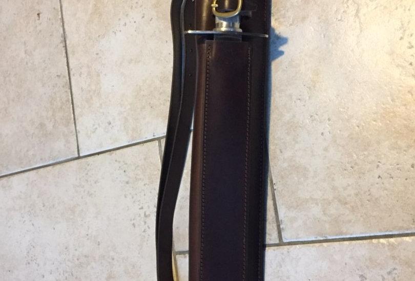 Fonte dorsale avec étui de dague