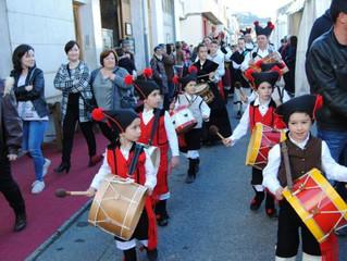 Feira de antigüidades de Sarria: Actuación de Meigas e trasgos