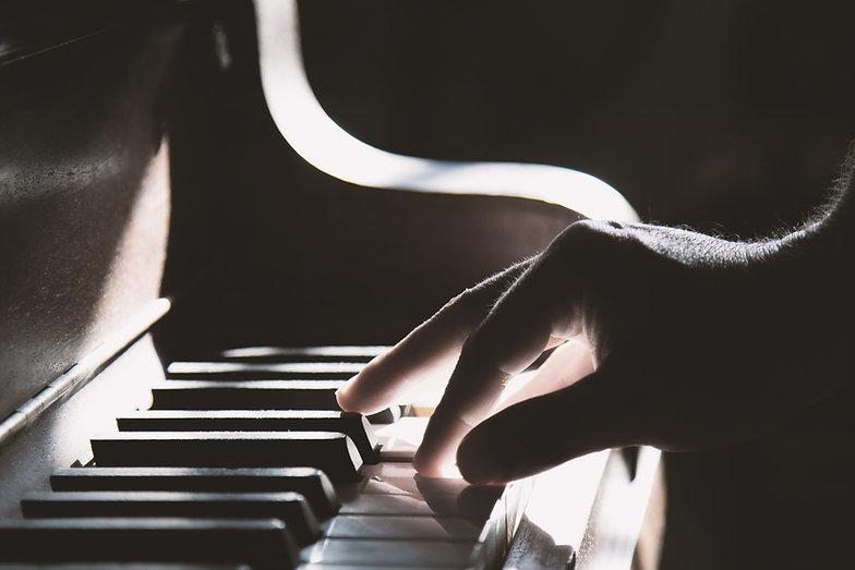 Grać na pianinie