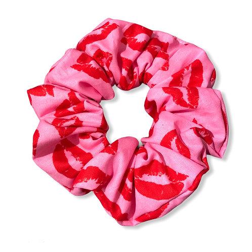 Valentine lips scrunchie