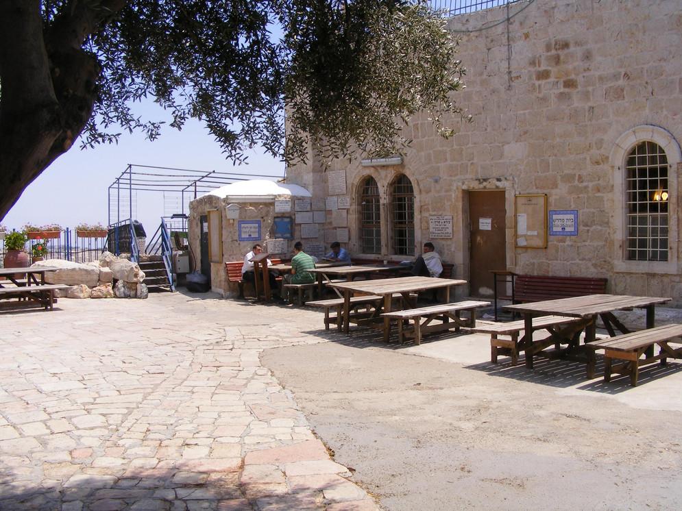 Diaspora Yeshiva Courtyard.JPG