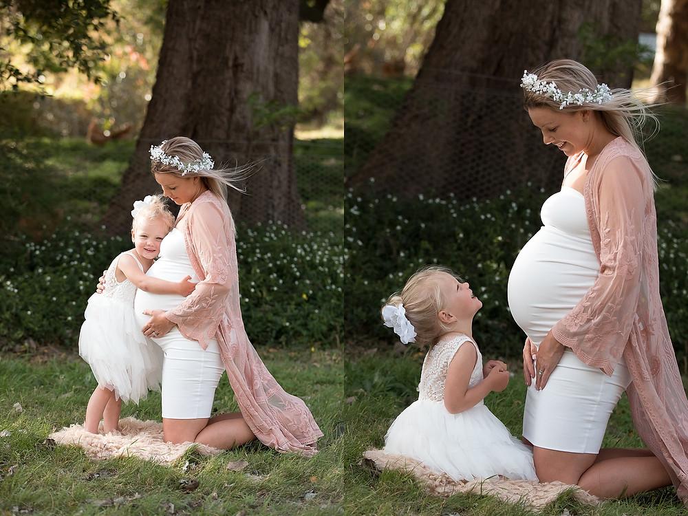 sibling maternity photo