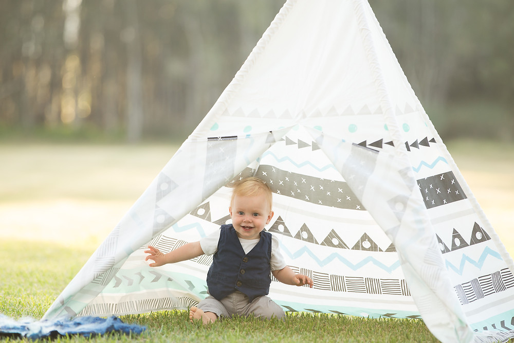 baby boy cake smash in a tee pee sydney